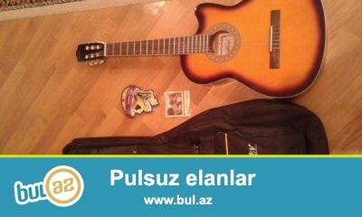 gitara agitara az islenib, ela veziyyetdedir<br /> ustunde ALICE string(sim) alice capo ve cuxol verilir...