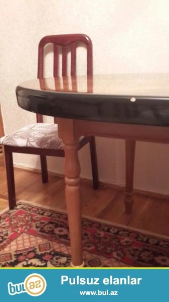 yumru stol satilir seliqeli ishlenib ustu polirovkadir.