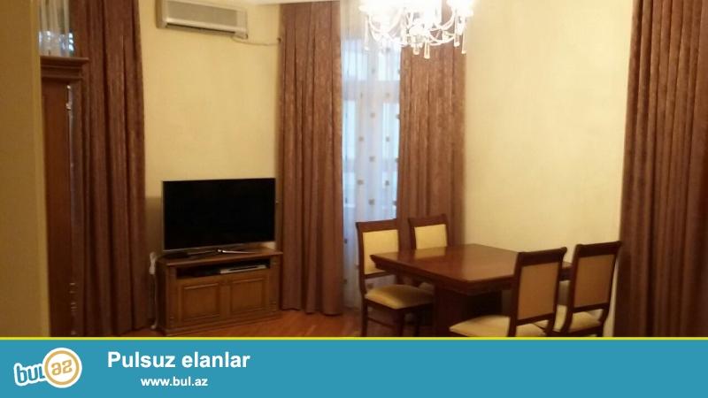 Сдается 3-х комнатная квартира в центре города, в Сабаильском районе, по улице З...