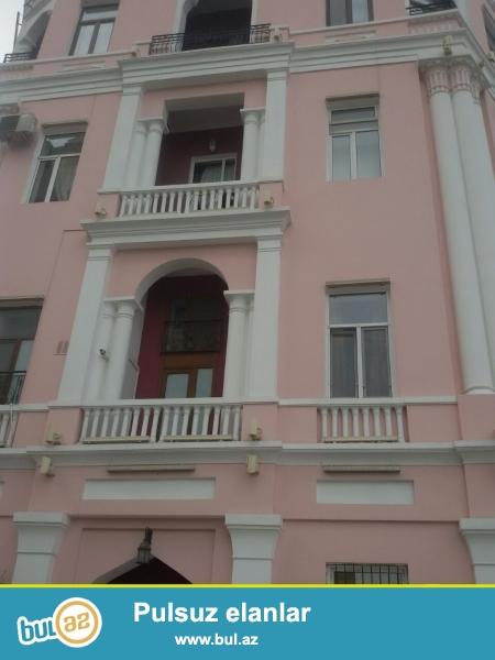 Продается 2-х комнатная квартира в Cабаильском районе, по улице Истиглилиат 11 ,рядом с Президентским аппаратом...