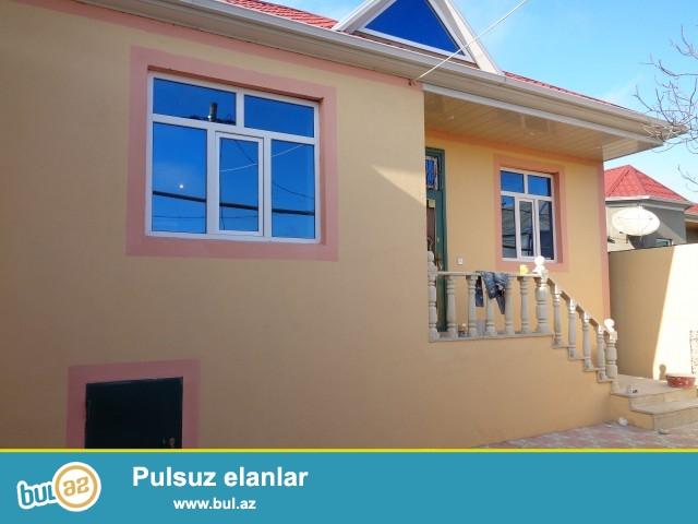 Zabrat 2 qəsəbəsi, GROS marketin arxası, əsas yoldan 50 metr məsafədə tikilmiş 2 sot torpaq sahəsində 7 daş kürsüdə ümumi sahəsi 130 kv...