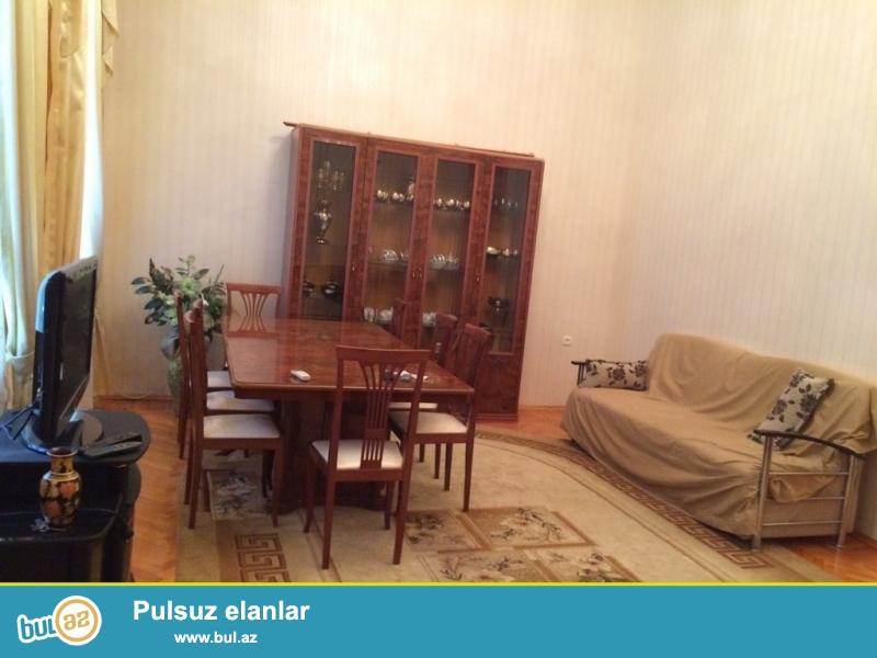 Срочно!  На Тарговой рядом с Шаурма сдается в аренду на долгий срок 2-х комнатная квартира  старого строения, проекта Архитектурка ,2/4, площадью  70  квадрат...