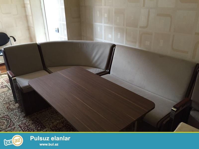 Super veziyyetde olan uqlovoy divan ve stolu satilir...