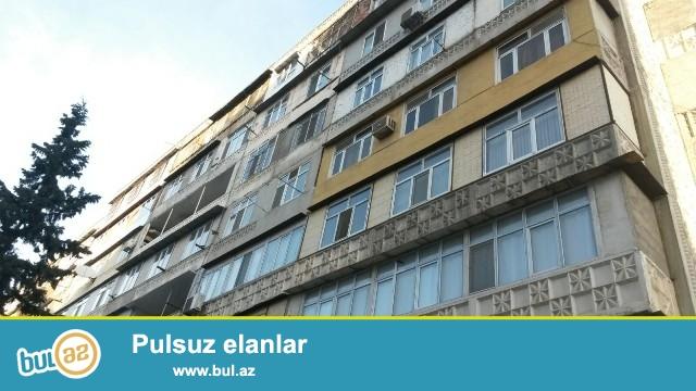 """Binəqədi rayonu, 8 mkr, """"Şahin Şah"""" ş\s yaxınlığında , leninqrad layihəli binada 1 otaqlı mənzil satılır..."""