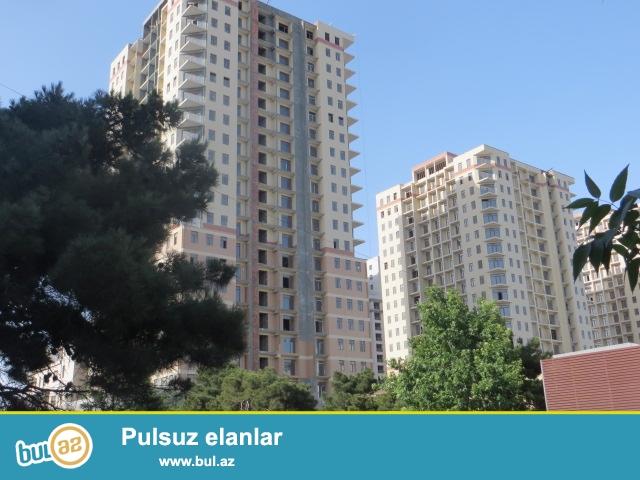Elmlər akademiyyasının yaxınlığında ,Binanın geniş həyəti,iki mərtəbə yer altı qaraçı,uşaq meydaçsaı,24 saat kamera mühavizə sistemi var...