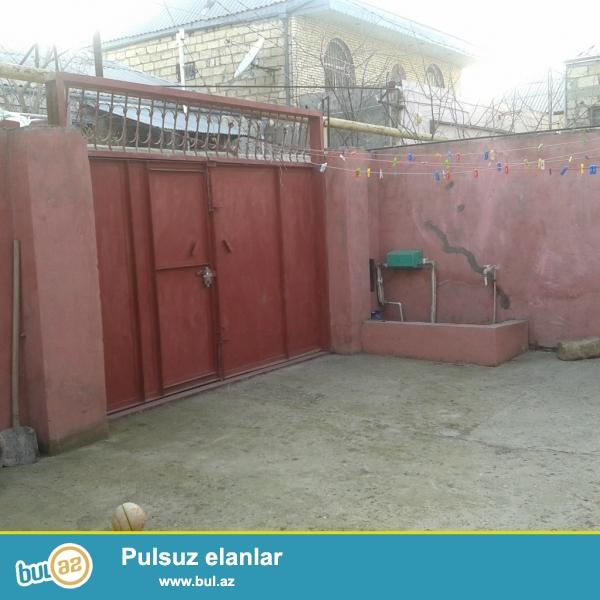 Xırdalan şəhərində , Yoncalıq ərazisinin girəcəyi , 1sot yarımın içində 3 otaqlı həyət evi satılır...