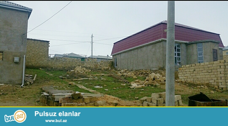 20 yanvardan 10 deqiqelik yolda Hokmelide mektebe yaxin evlerin arasinda  2...