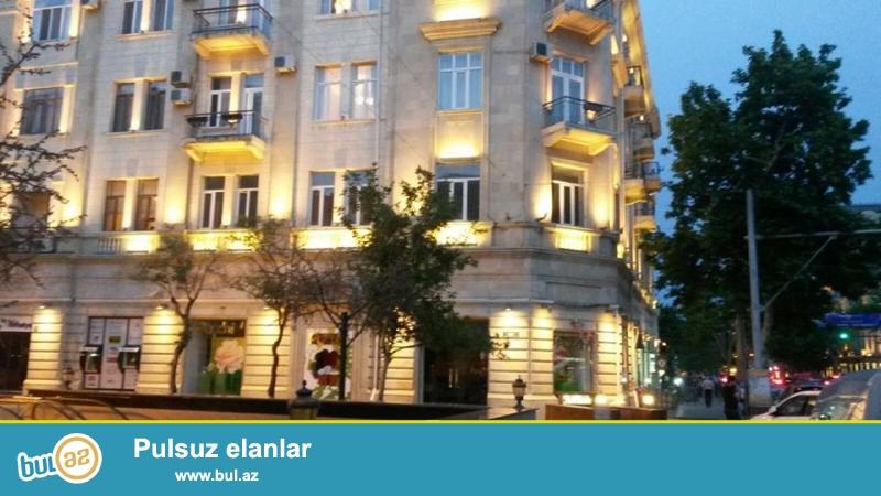 Cдается 4-х комнатная квартира в центре города, в Сабаильском районе, по улице C...