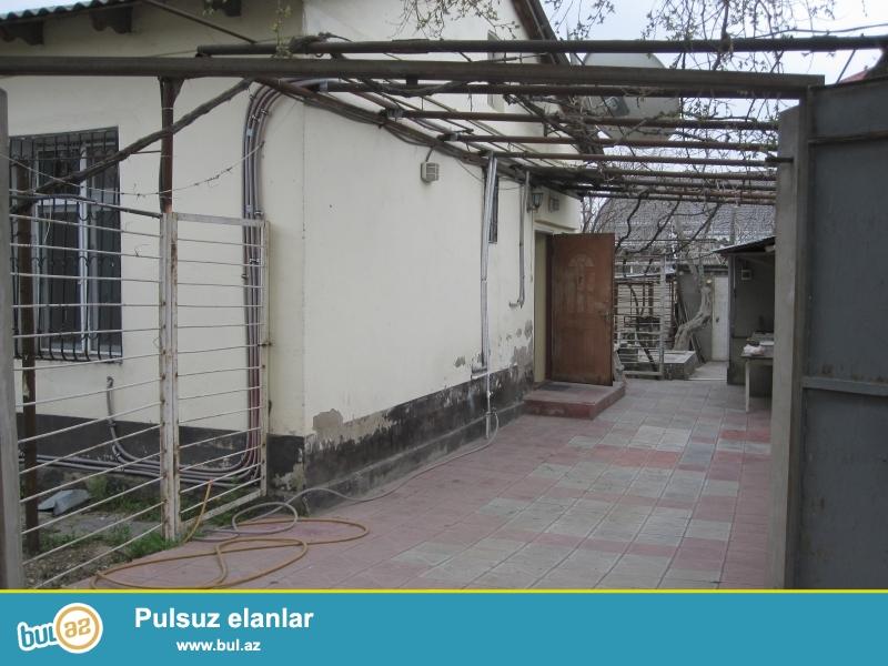 Bakixanov qəsəbəsində,stansiyaya yaxin 1 mərtəbəli həyət evi...