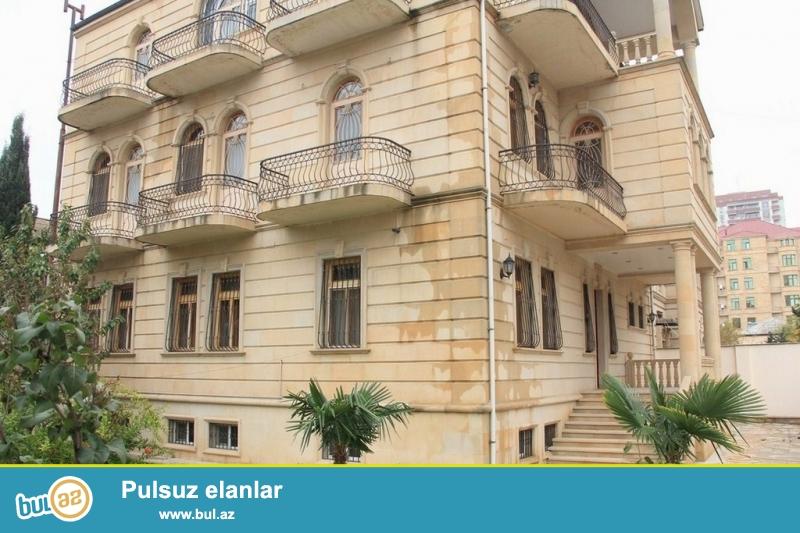 Очень срочно!  В районе Теймур Алиева , сдается  в аренду на долгий срок 3-х этажная 11-ти комнатная вилла  с мансардой  , площадью 640 квадрат, расположенная на 6-ти сотках...