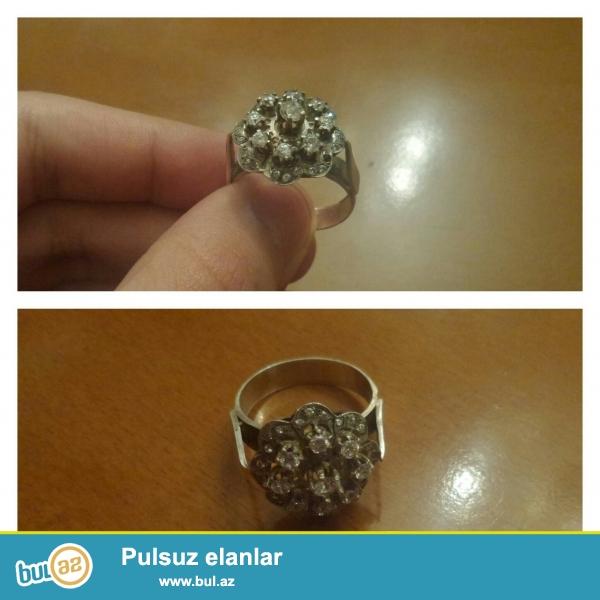Gümüş üzük satılır.<br /> Qiyməti 30 AZN