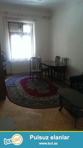 Очень срочно! На торговой сдается в аренду на долгий срок  3-х комнатная квартира   старого строения , 6/5, площадью  75 квадрат, квартира с ремонтом, полностью обставлена мебелью...