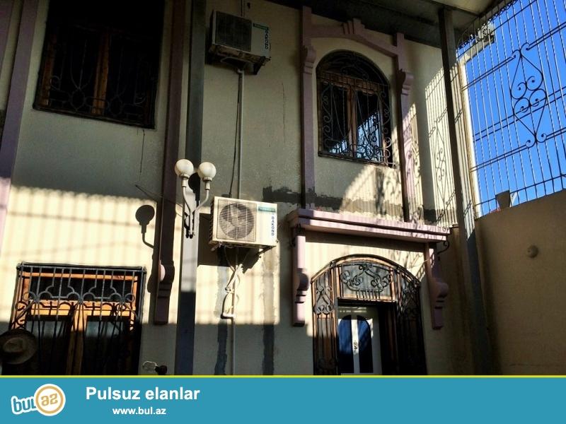 Очень срочно сдаётся в аренду на долгий срок 2-х этажный ,9 комнатный особняк расположенный на проспекте Теймура Алиева ...