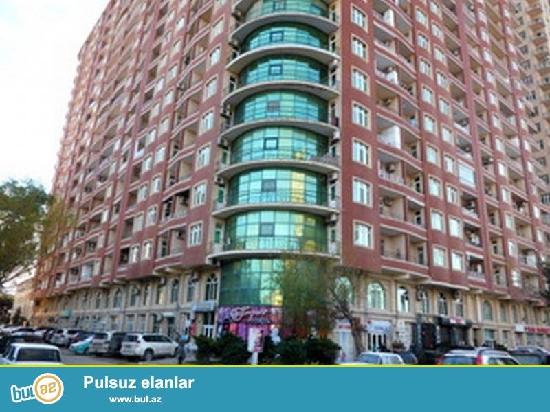 Очень  срочно! Не далеко от м/с Генджлик ,по улице Хан Шушинский  в элитном комплексе *РЕАЛ  МТК*, продаётся  2-х комнатная квартира нового строения , площадью 130 квадрат,   этах 21/21 ...