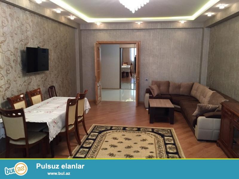 Очень срочно!  В близи метро Нариманов  напротив  ресторана  *MONA LIZA *  сдается  в аренду  3-х комнатная квартира  нового строения   12/18 площадью  150 квадрат...