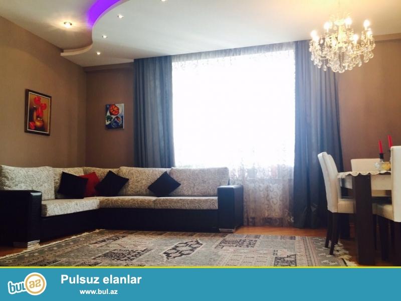 Очень срочно! Рядом с  ТЕЛЕСТУДИЕЙ  напротив ОКСВОРДСКОЙ школой   , сдается  в аренду на долгий срок  3-х комнатная квартира нового строения  5/22 , площадью 131 квадрат...