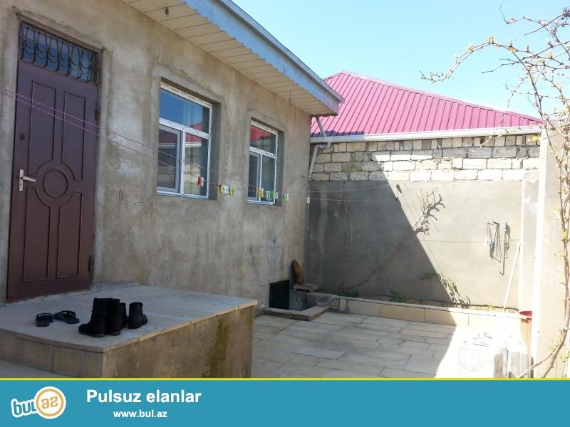 Ev Baki seheri Bineqedi r Bineqedi qes Gulustan 15 de yerlesir. Evin qazi suyu isigi istilik sistemi daimidir...