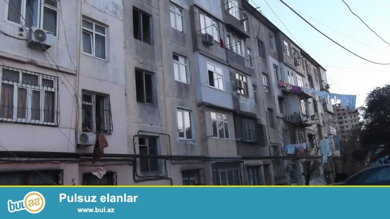 """Binəqədi rayonu, 5 mkr, """"Qızıl tac"""" ş/s yaxınlığında, fransız layihəli binada 2 otaqlı mənzil satılır..."""