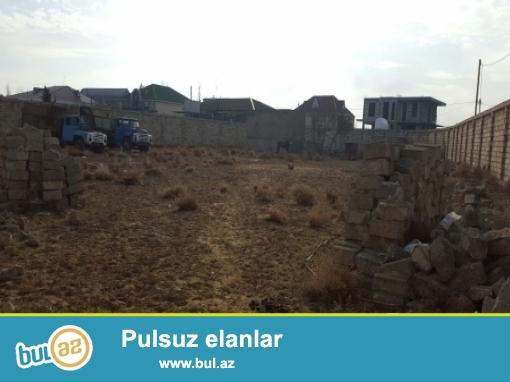 Xətai rayonu,Babək prospektində yolun üstündə,3 sot torpaq satılır...