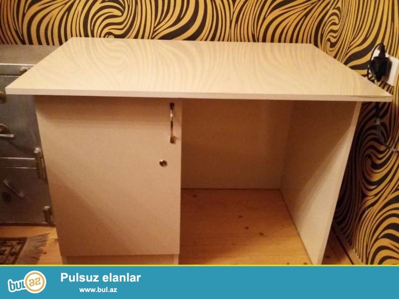 Ofis mebelinin komplektinə daxildir:<br /> 1.Tumboçkalı qabaq masası-1 ədəd...