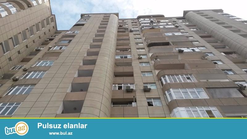 Yasamal rayonu,Qelebe dairesi, Yasamal polis idaresinin yaninda ,17 mertebeli  binanın 8-ci mertebesinde,3 otaqli,134 kv...