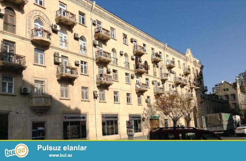 Сдается 3-х комнатная квартира в центре города, в Насиминском районе, рядом с садиком С Вургуна...