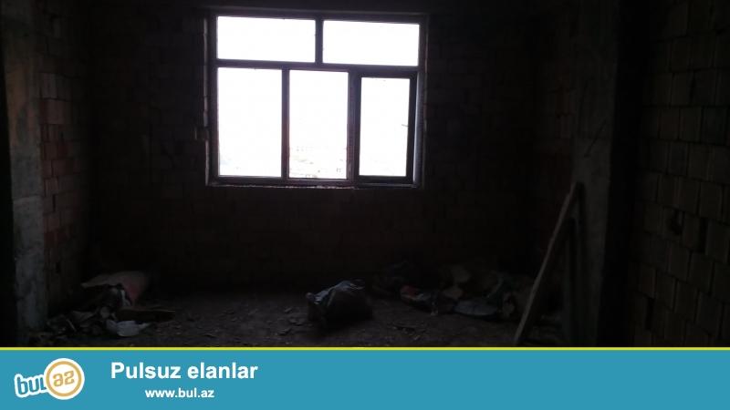 Очень срочно!!!В посёлке Ени Ясамал около Бизим маркет в полностью заселённой новостройке,продаётся 3 комнатная квартира под маяк 14/18,площадью 119 кв...
