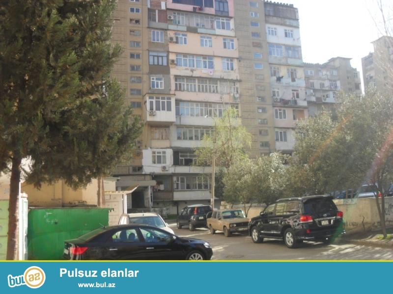 Təcili.<br /> Yeni Yasamalda, «BİZİM MARKET»-in yanında 9 mərtəbəli «leninqrad» layihəli binanın 9-cu mərtəbəsində 3 otaqlı mənzil, orta blok, ümumi sahəsi 85 kv...