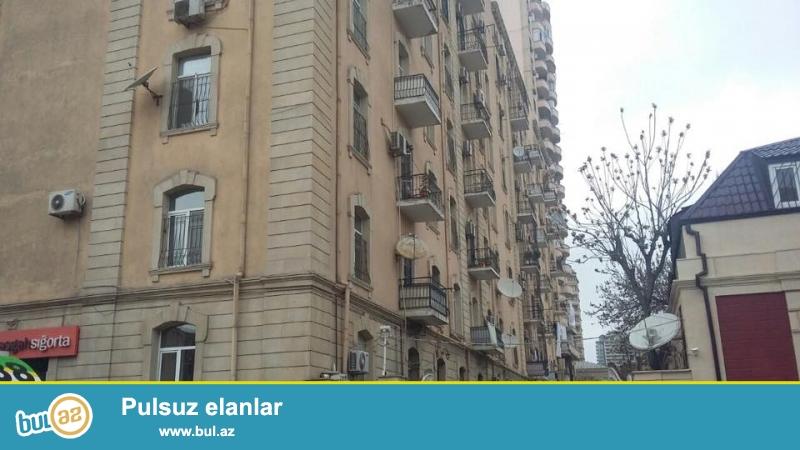 В центре города, в самом престижном районе, в 5-ти минутах ходьбы от станции метро «Низами» продается 3-х комнатная квартира с площадью 105 квадратных метров...