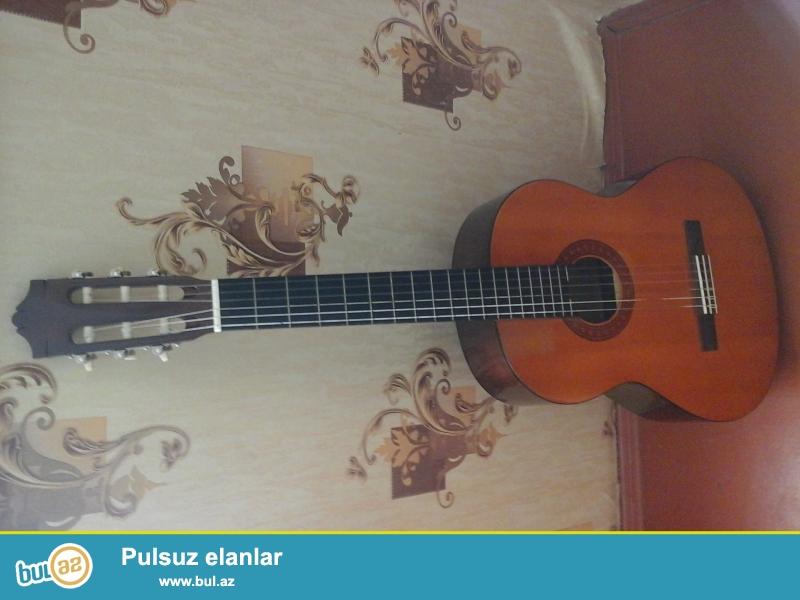 Yamana klassik gitara satıram çox az işlədilib demək olarki təzədir originaldır simləri dəyişilməyib