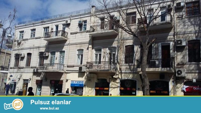ЭКСКЛЮЗИВ!!! Продается 2-х комнатная квартира в самом центре, на проспекте Бюль-бюль, Af-mall, выше к/т Низами, каменный дом, «итальянка» , просторные комнаты, общая площадь 50 кв...