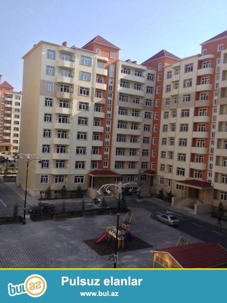 TECILI!!!REAL ALICILARIN NEZERINE!!!Gence seherinde Yeni tikili binada 9\4 mertebesinde umumi sahesi 115m...