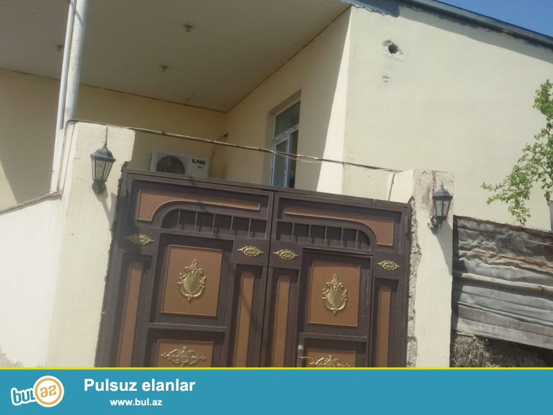 Bineqedi rayonunda merkezden 200 metr aralida 120 kvadratliq yerde 10 das kursulu navesle birlikde 120 kvadratliq 3 otaqli ev...