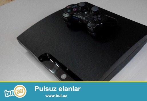 Sony playstation 3<br /> -500 GB Yaddaş<br /> -Usb cabel<br /> -2 ədəd joy stick<br /> -10 ədəd oyun diski (Hədiyyə)<br /> -6 ay işlənib