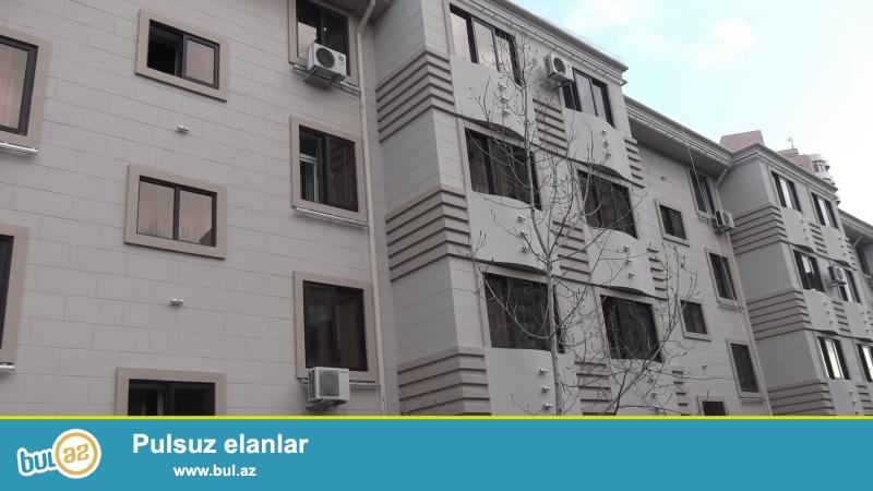 """Yasamal rayonu, """"Favorit"""" marketin yaxınlığında, daş binada 3 otaqli mənzil satılır..."""