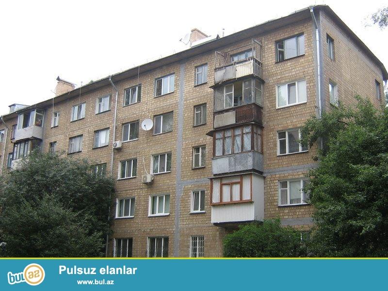 Yasamal rayonu, Musabəyov parkının yaxınlığında daş binada 2 otaqlı mənzil satılır...