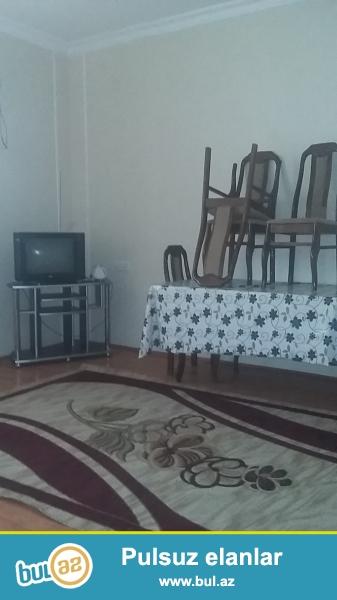 Inqlabda oboy evinin arxasinda binada ev kiraye verilir ewyalari ile birlikde qaz su ishiq daimidi ...