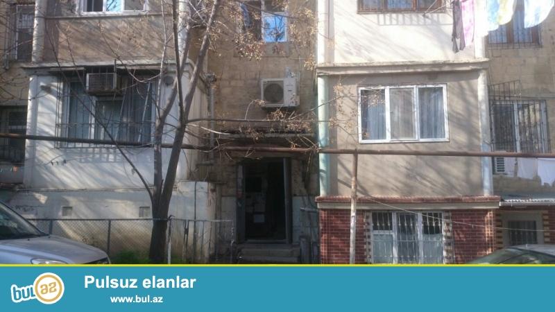 Продается 3-х комнатная квартира в Ясамальском районе, напротив заправки «Гюнеш»...