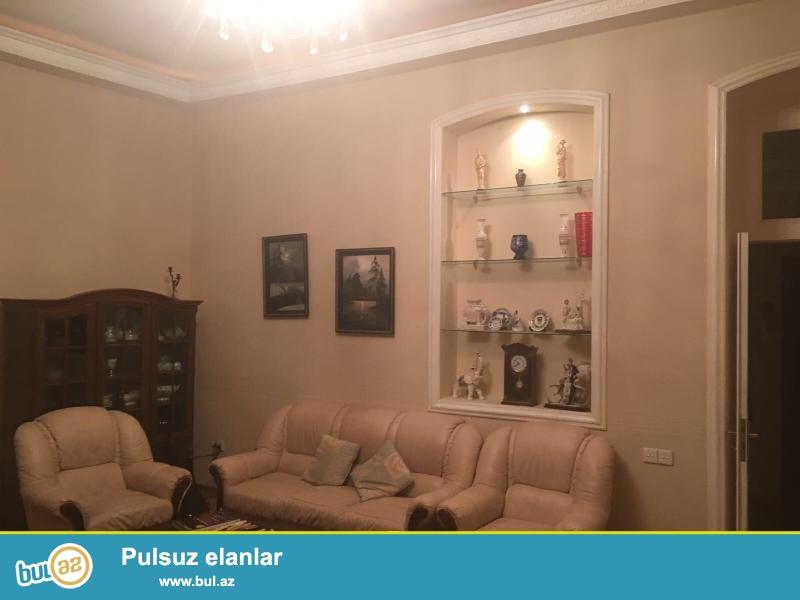 Сдается 3-х комнатная квартира в центре города, в Сабаильском районе, по улице И...