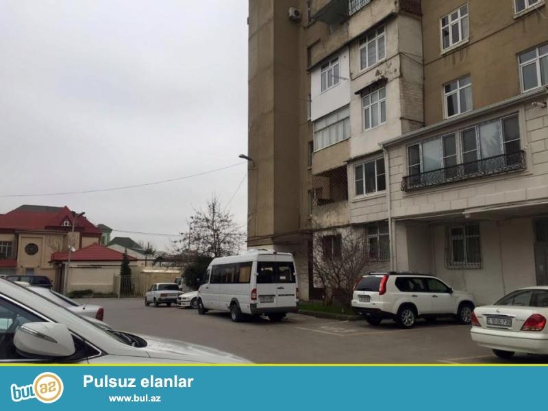 На пр. Тбилиси, Химгородке продается 5-и комнатная квартира, ленинградский проект, 9/5, удачно переделано в 4-х ком, просторные, светлые комнаты, супер ремонт, полы паркет, окна PVC, во всех комнатах установили сплит-кондиционер, встроенная кухонная мебель, раздельный с/у в идеальном состояние...