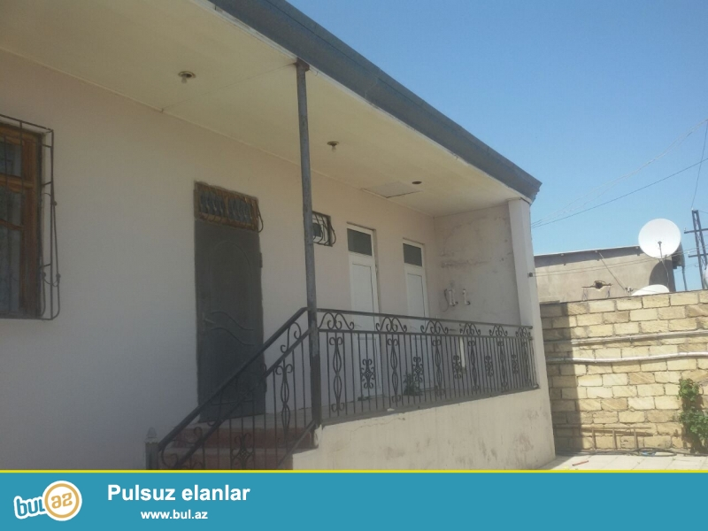 Bineqedi rayonunda merkezden 200 metr aralida 230 kvadratliq yerde 150 kvadratliq 3 otaqli ev...