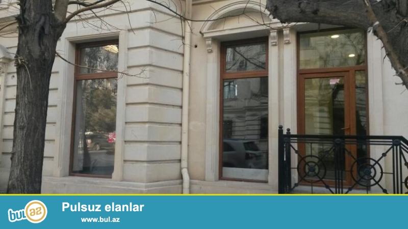 Cдается  пустое помещение в центре города, в Насиминском районе, на пересечении улиц Бакиханова и С...