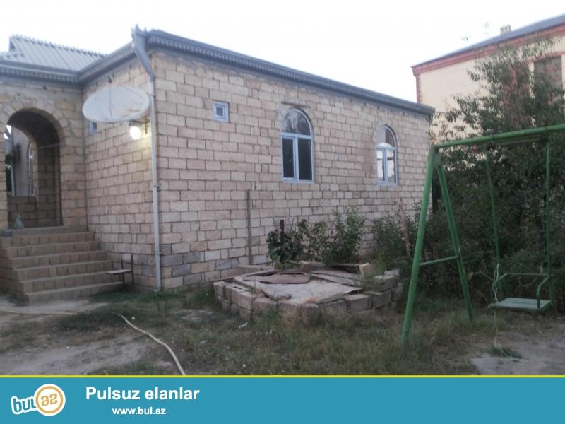 5 sot torpaq, 3 otaq kürsülü həyətdə əlavə yardımcı otaq  su , qaz, isiq,telefon və kanalizasiya var...