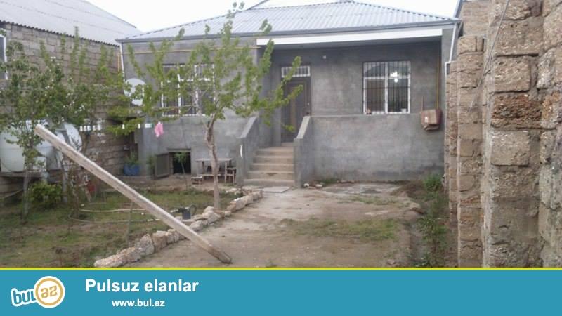 Bine qesebesi Atchiliqda 3 sotda tikilmiw kursulu 4 otaqli yaxwi temirli 120 kv/m-lik heyet evi satilir...