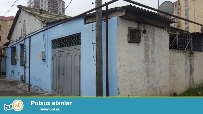 Очень  срочно  при въезде с проспекта Теймура Алиева продаётся    5-и комнатный  1-но этажный частный дом , площадью 200 квадрат, расположенный на 3...