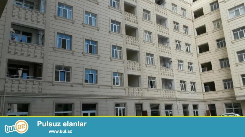 8 мкр, около Национальной гвардии в заселенном комплексе с Газом продается 3-х комнатная квартира, 13/9, общая площадь 105кв...