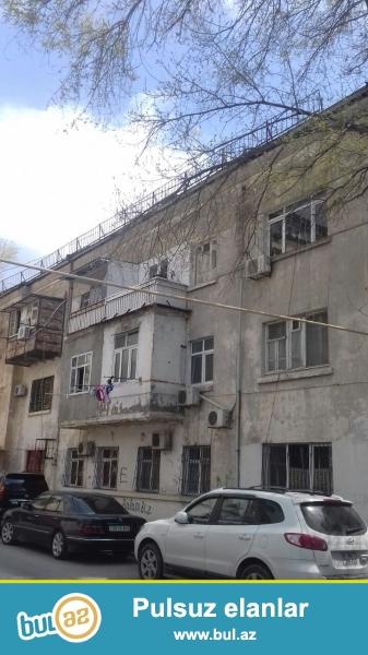 Nesimi rayonu Drujba k\t yaxin erazide 3 mertebeli binanin 3 cu mertebesinde 2 otaqli italyanka proektli, temirli menzil satilir...