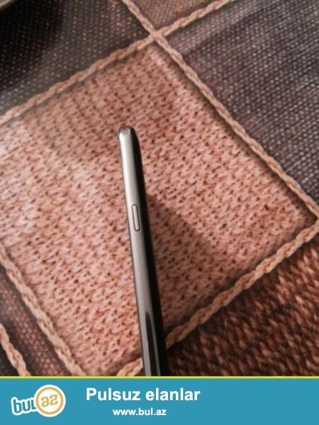 telefon yenidir 6 ayin telefonudur, xanim isledib, hecbir prablemi veya ciziqi lekesi yoxdur, uzerinde sadece adaptoru verilir real aliciya cuzi endirimde olunar