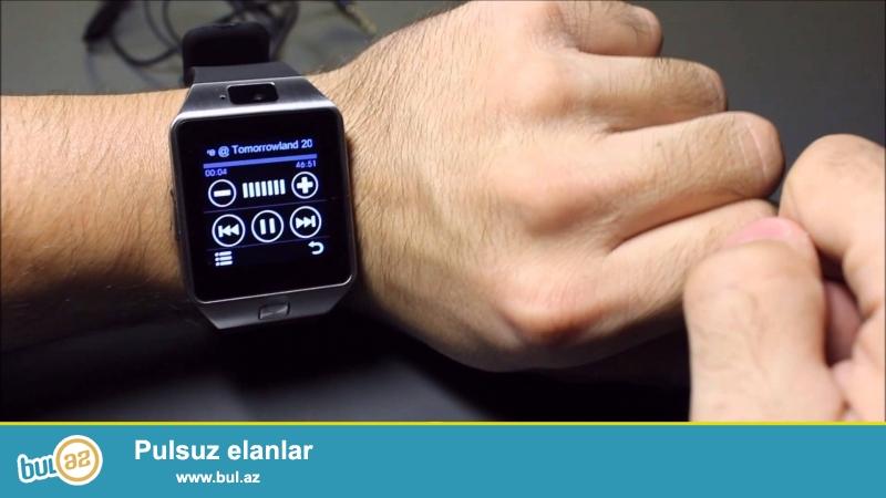 Smart saat telefonun malik oldugu her bir funksiya:bluetooth,diktafon,foto kamera,Antilost,bluetooth photo taken,pedometr,budilnik,mp3,jpg formatli fayillar,zəng,sms,micro sd yaddaş karı dəstəkləyir