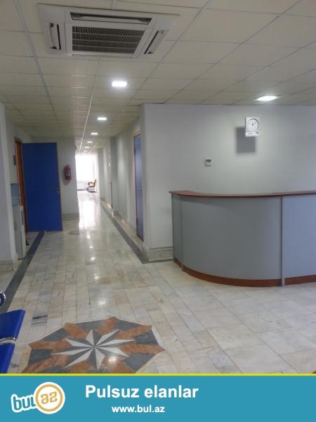 """Сдается Клиника рядом с """"Baku Mall"""", на проспекте Зардаби, первые этажи 10-ти этажной новостройки..."""